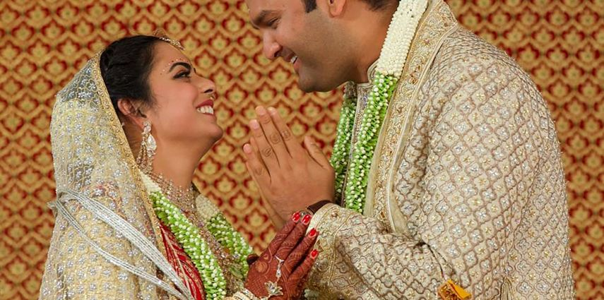 This handout photograph taken on December 12, 2018 and released on December 13 by Reliance Industries shows Reliance Industries chairman Mukesh Ambani's daughter Isha Ambani (L) taking part in traditional marriage ritual with Indian businessman Ajay Piramal's son, Anand Piramal in Mumbai. (Photo by Handout / Reliance Industries / AFP) / RESTRICTED TO EDITORIAL USE - MANDATORY CREDIT